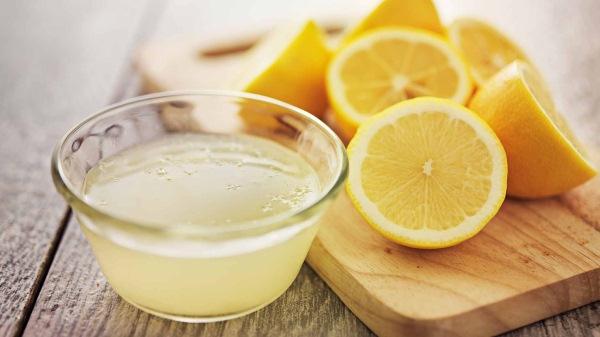 чистка чаши лимонным соком