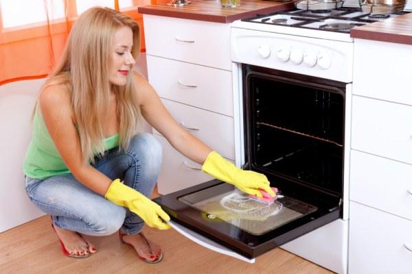 чистка стекла в духовке