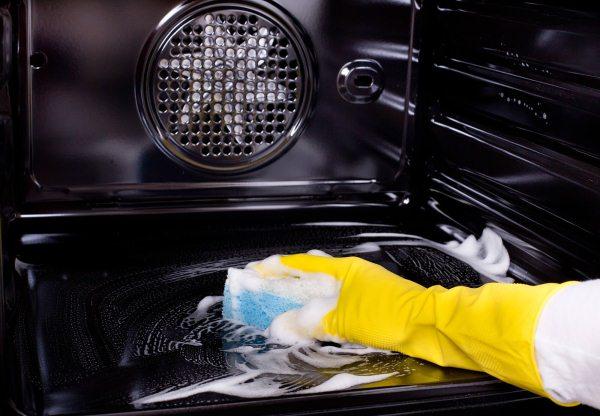 чистка духовки содой, солью и уксусом