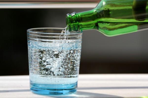 газированная минеральная вода для утюга