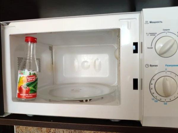 как почистить микроволновку уксусом
