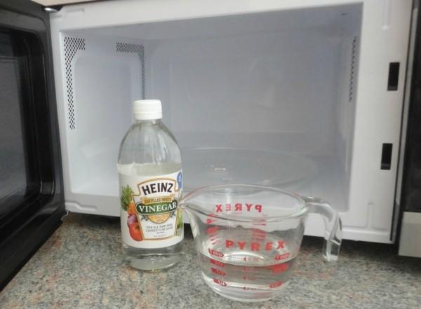классический способ чистки микроволновки уксусом