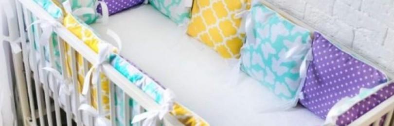 Простые пошаговые инструкции, как стирать бортики в кроватку в стиральной машине и руками