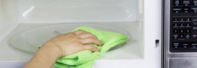 4 простых рецепта, как быстро отмыть микроволновку от жира