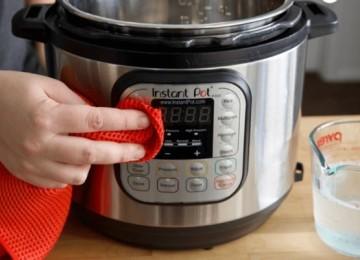 Профессиональные и народные средства, как отмыть мультиварку от жира в домашних условиях