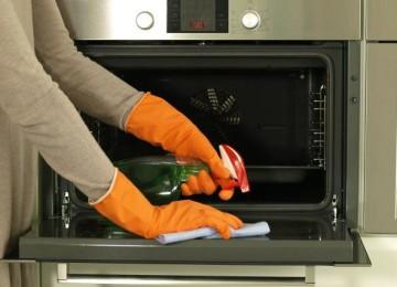 Народные и профессиональные способы, как отмыть духовку