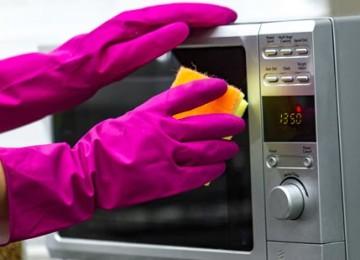 Простые способы, как почистить микроволновку в домашних условиях быстро и эффективно