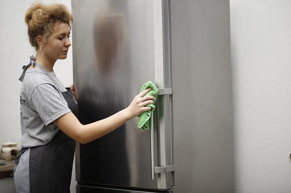 Чем отмывать холодильник внутри