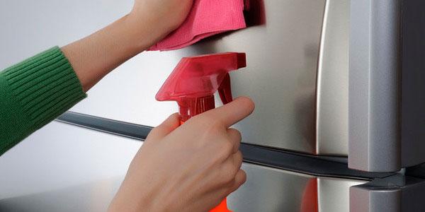 полируем дверь холодильника