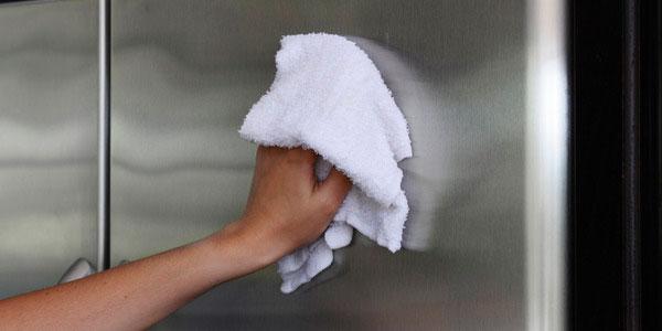 вымойте тряпкой