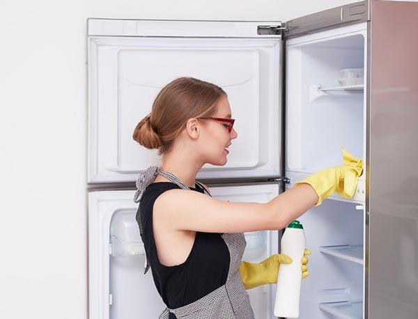 Моем холодильник внутри и снаружи